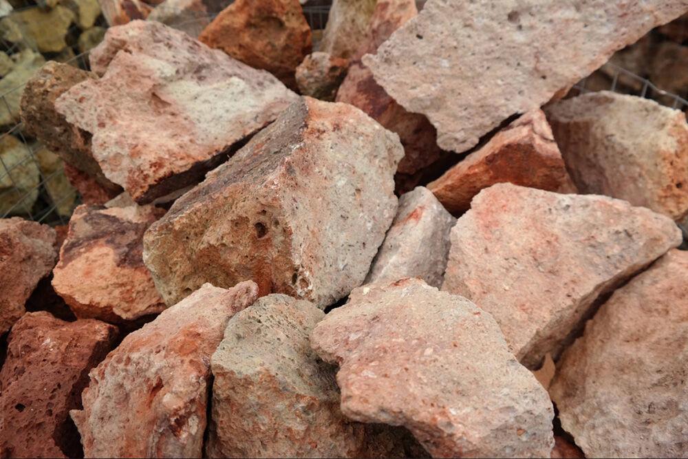 mádi tufa vörös szikla