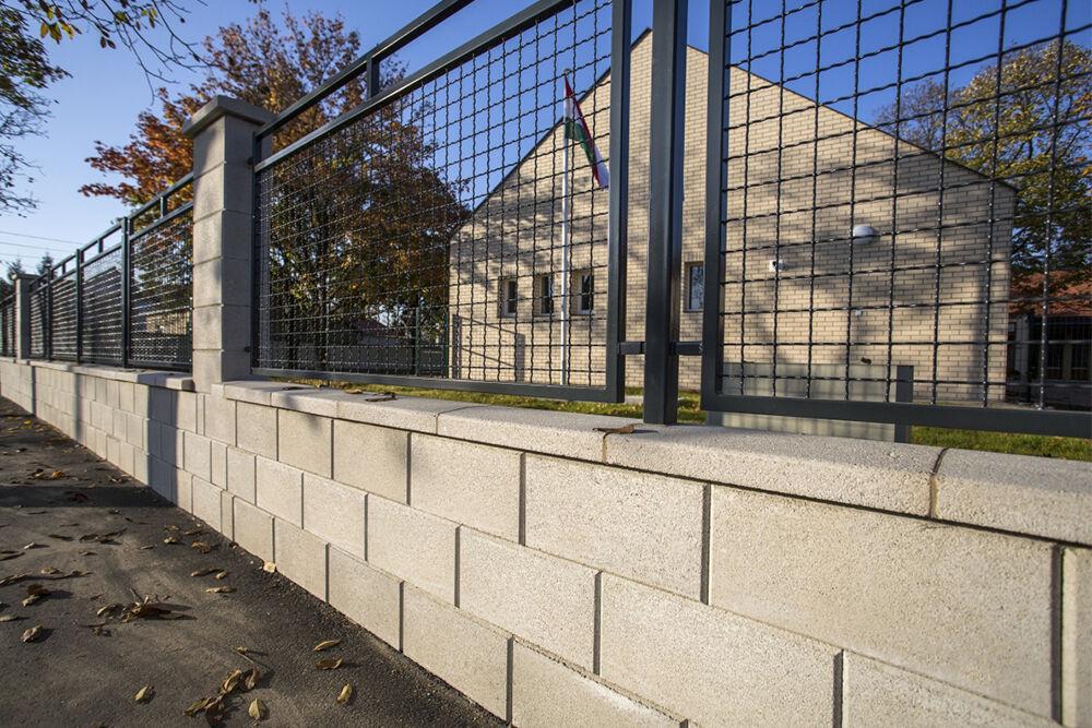 modern kerítéskő